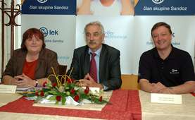 From the left: Majda Struc, secretary of the Friends of Youth Association Slovenia (ZPMS), Franc Hočevar, chairman of the ZPMS and Marjan Novak, a member of the Board of Management of Lek d.d.