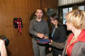 ... and jointly present the defibrillator to its use.