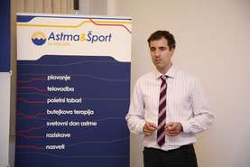 Dr. Milan Hosta, President of the Asthma and Sports Association, welcomes the children and parents.