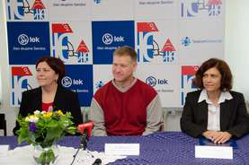 From left: Headmistress of the Lendava I Bilingual Primary School Tatjana Sabo, Miha Kos from the House of Experiments, Gizela Štampar, Head of Production Lendava site at Lek, a Sandoz company