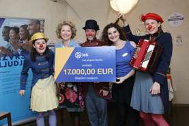 Katarina Klemenc, Head of Corporate Communications presented the Red noses with the check for the performance Caravan Orchester