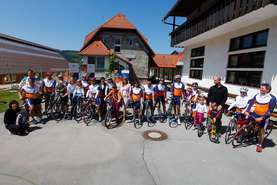 The children joined Marko Baloh and the Lek team of cyclists at the finish of Lek cycling marathon For Better Breathing